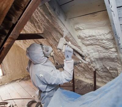 Uždarų porų termovata galima šiltinti ant bet kokios paviršiaus. Medžiaga limpa kaip klijai